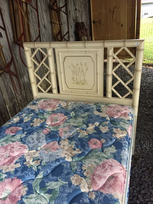Nice twin bamboo bed w/mattress set, clean,very good condition