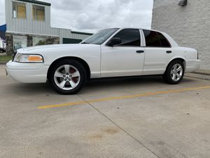 2009 Ford crown Vic ( Trade for minivan after 2006) for Sale in Houston, TX