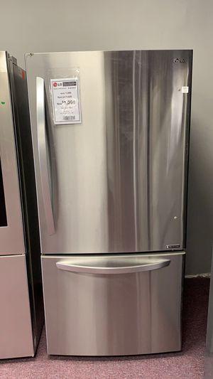 Like new LG refrigerator LTCS20020S $499 for Sale in Plantation, FL
