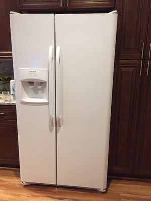 Refrigerator, 3 years old for Sale in Venice, FL