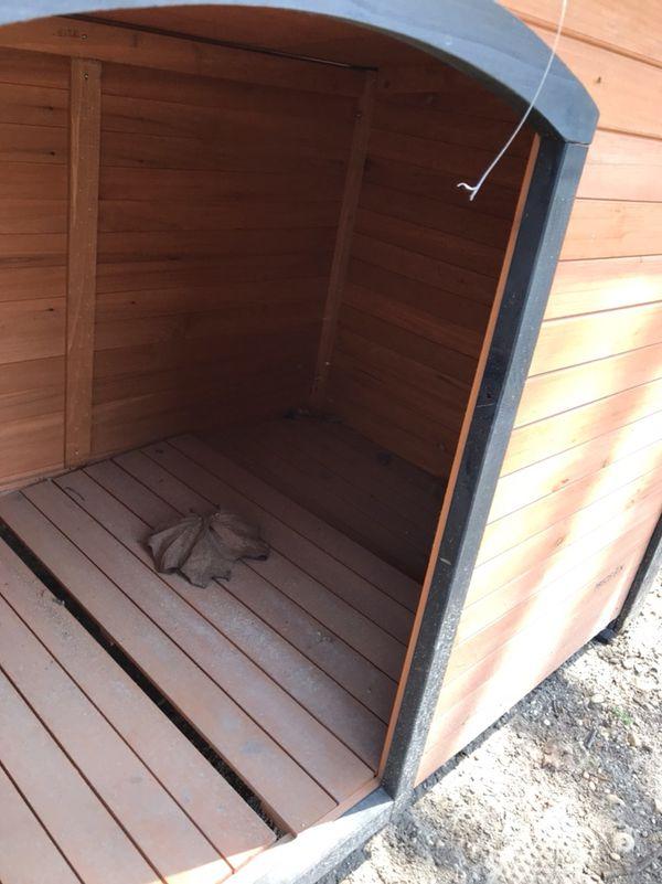 Log Cabin Dog House