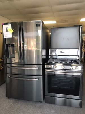 New Samsung Refrigerator and Gas Stove Black Stainless Set for Sale in Covina, CA