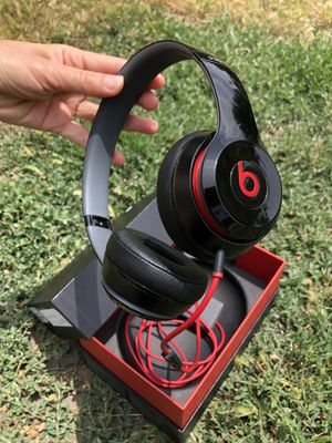 Beats Solo 2 Wired headphone on-ear working powerful for Sale in El Monte, CA