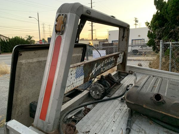 Flatbed Tow Truck w Wheel Lift all controls + Hydraulics . Complete rear axle and differential, light Bar wheel lift and frame from cab back. winch