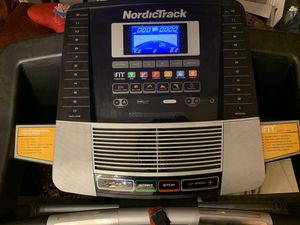 Like new Nordictrack C700 treadmill for Sale in Natick, MA