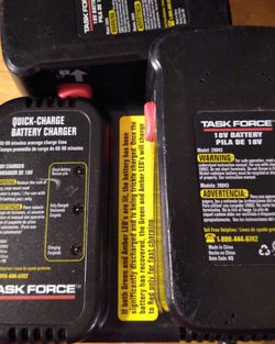 TASK FORCE 18 VOLT CHARGER WITH TRICKLE CHARGER AVAILABLE DAMAGED LIGHT & 2) 18 VOLT LITHIUM ION BATTERIES for Sale in Mount Vernon,  WA
