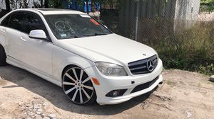 2009 Mercedes c300 for parts for Sale in Orlando, FL