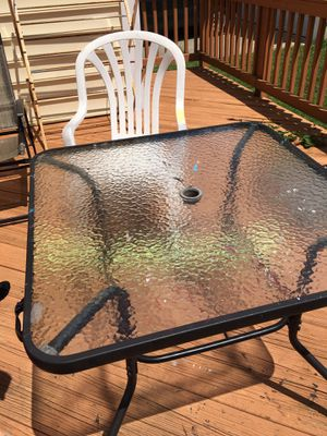 (No fake inquiries) Patio set with 4 strong heavy duty light weight chairs for Sale in Morrisville, NC