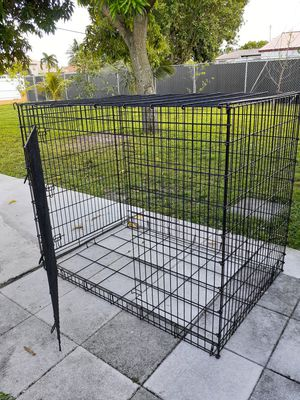 LARGE DOG CRATE / KENNEL 2 doors for Sale in Opa-locka, FL