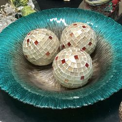 """Beautiful Teal Dish with Spheres 15"""" for Sale in Mokena,  IL"""