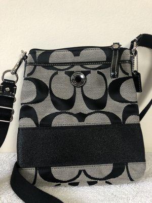 COACH SIGNATURE Black SWINGPACK SMALL CROSSBODY BAG for Sale in Plainfield, IL