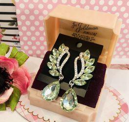 Art Deco Glam Pierced Gemstone Dangle Earrings New Lime Green for Sale in Macedonia,  OH