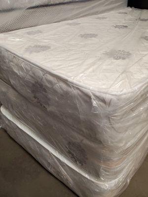 BRAND NEW factory wrapper QUEEN regular white set mattress HABLO ESPANOL for Sale in Las Vegas, NV