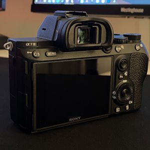 EXCELLENT*** Sony A7iii Body (with Battery & Charger) for Sale in Los Angeles, CA