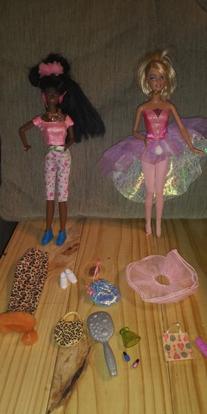 2 barbies ➕ accesories for Sale in Oklahoma City, OK