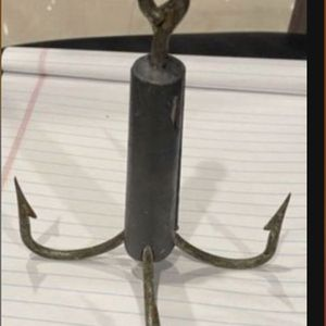 Four hooks weight approx 1 Lb (Granpin) for Sale in Miami, FL