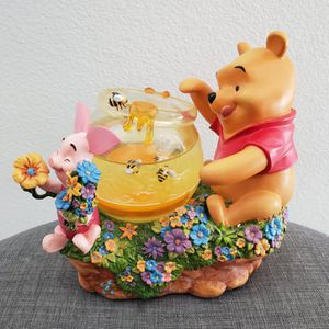 Disney Winnie The Pooh with honey bees & Piglet Snowglobe Collectible statue for Sale in Anaheim, CA