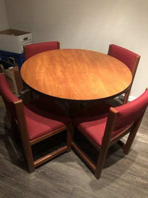 Round dining table for Sale in Orlando, FL
