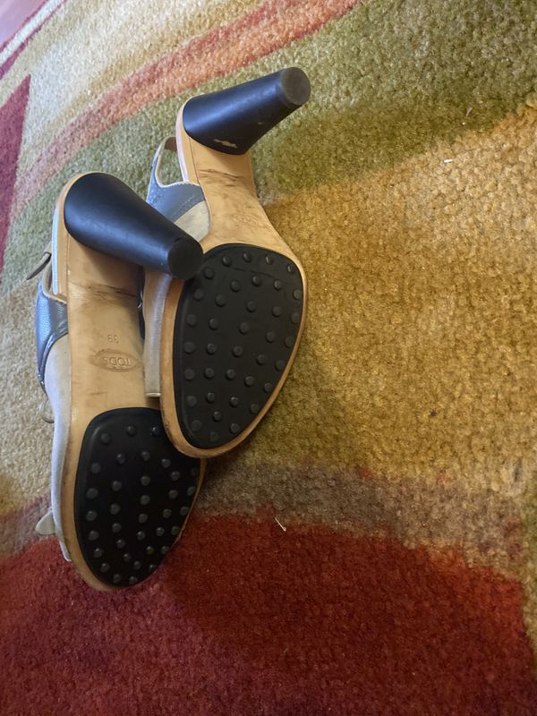 Tods Woman's Fringed Leather Heels Medium
