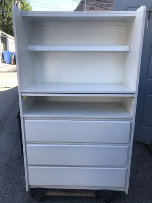 Bellini Baby Dresser/Changing Table for Sale in Chicago, IL