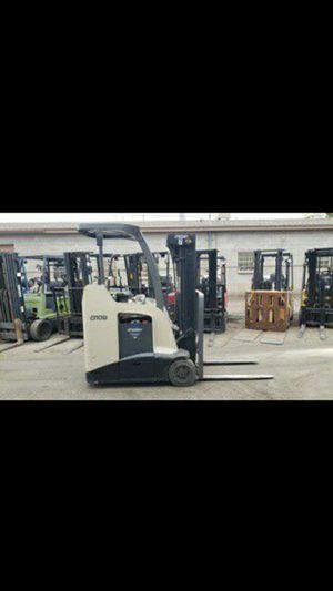Crown 3000lb Forklift for Sale in Phoenix, AZ