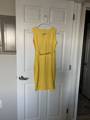 Yellow party dress medium new for Sale in Bridgeport, PA