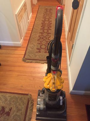 Dyson Vacuum DC 33 for Sale in St. Louis, MO