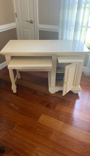 Desk with adjustable chair for Sale in Leesburg, VA