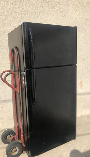 Free Fridge (not working) for Sale in Lakewood, CA