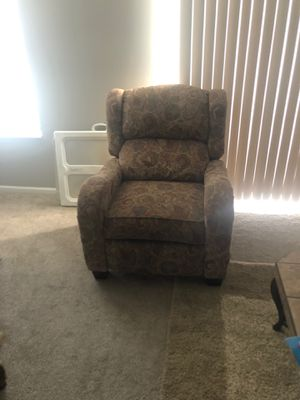 $200 OBO - Very Comfy Reclining Chair!!! for Sale in Columbus, OH