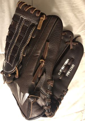 Easton Prowess Softball Glove for Sale in Hacienda Heights, CA