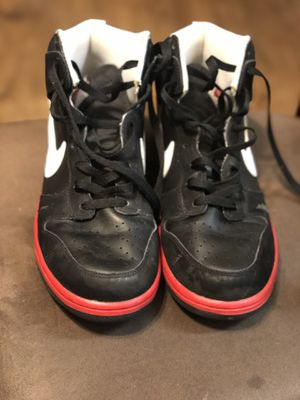 Used Nike Air Dunk size 12 black/red for Sale in Cypress, CA