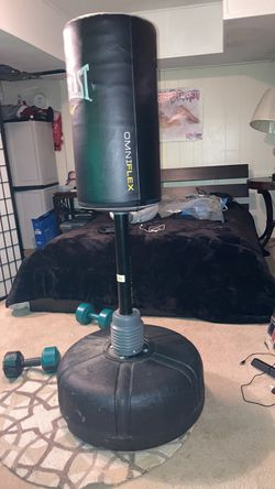 Punching bag with 2 pairs of gloves included for Sale in UPPR MORELAND,  PA