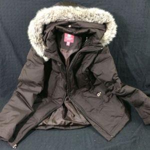Puffy winter furry collar jacket warm women's medium m winter coat for Sale in Lynnwood, WA