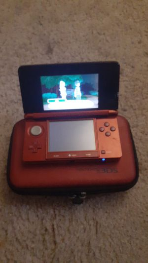 Nintendo 3ds with case and pokemon moon for Sale in Riverview, MI