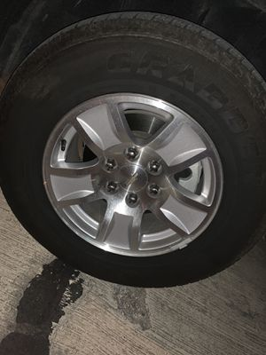 GT Grabber HTS 255/70/17 OE chrome Chevy wheels 17' come with tires for Sale in Fort Worth, TX