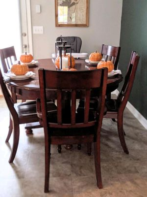 Dinning room table for Sale in Murfreesboro, TN