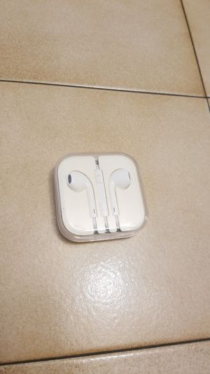 Apple Wired headphones in case. for Sale in Palm Harbor, FL