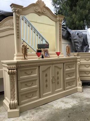 Calking bedroom set beautiful Royal style including five big and strong pieces color Blanc and gold for Sale in San Diego, CA