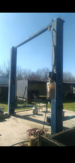 Commercial Grade Auto Lift for Sale in Adkins, TX