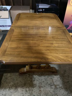 Solid wood dining room or kitchen table for Sale in Brooklyn, OH