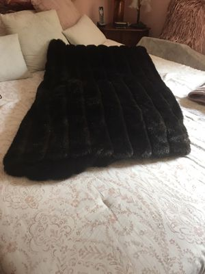 Faux fur comforter for Sale in Selden, NY