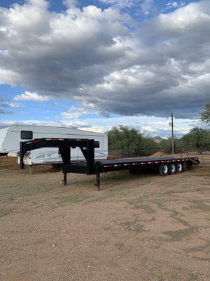 32ft gooseneck flatbed trailer / car hauling for Sale in Glendale, AZ