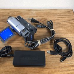 Sony Handycam DCR-TRV22 Mini DV Camcorder Silver Battery Charger Transfer Cord for Sale in West Linn,  OR
