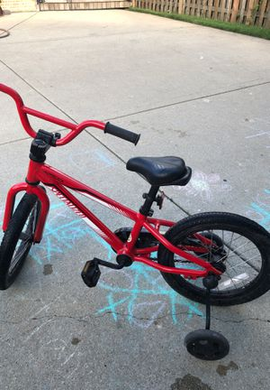 specialized kids bike with training wheels for Sale in Des Plaines, IL