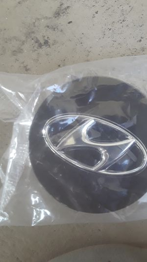 Hyundai wheel center caps for Sale in Tarpon Springs, FL