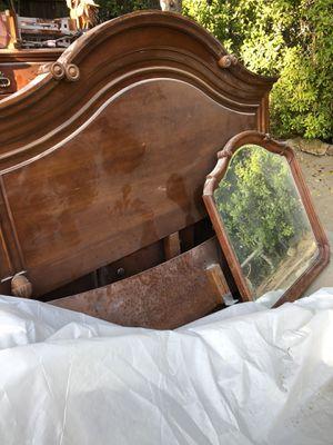 King size bed frame & dresser set for Sale in Palm Springs, CA
