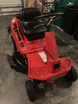 Snapper black & white sitting lawn mower for Sale in Kissimmee, FL