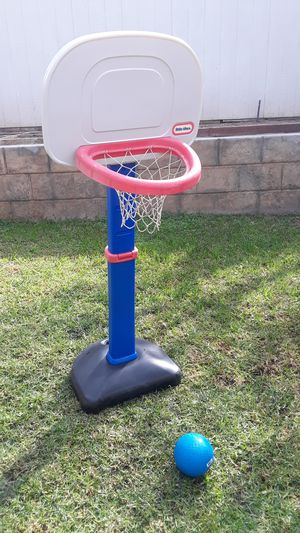 Like new ajustable basketball hoop for kids with ball. for Sale in Riverside, CA
