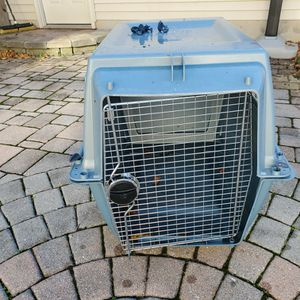 Dog Travel Crate Medium-large for Sale in Frederick, MD